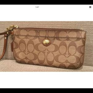 COACH MUST HAVE ACCESSORY ` WRISTLET WALLET SIGNAT